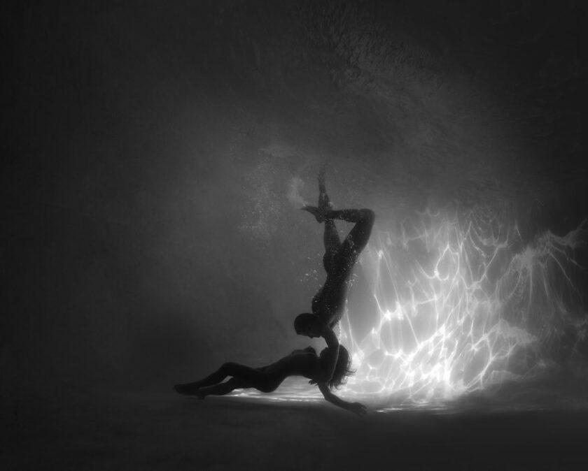Sensualità in danza, i nudi subacquei di Ed Freeman
