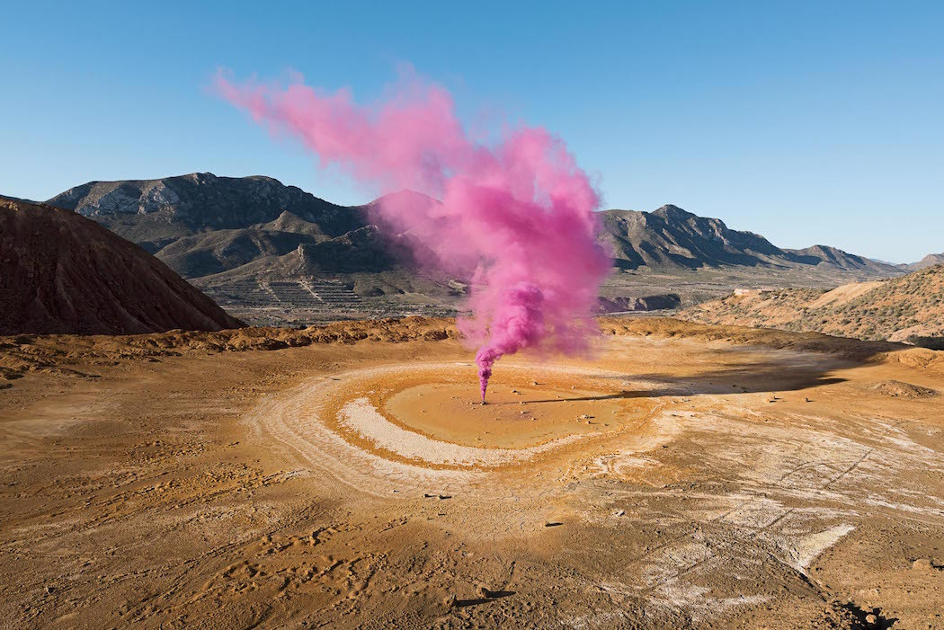 Fumi colorati in paesaggi abbandonati, The Blossom Project