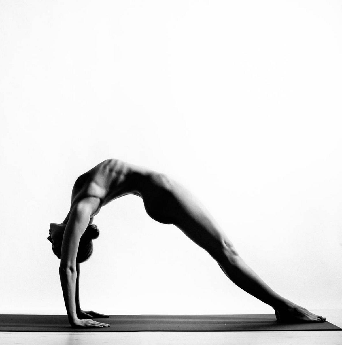 Nude-Yoga-Girl4