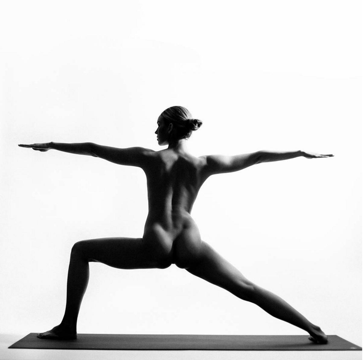 Nude Yoga Girl5