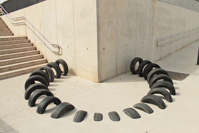 "Gomme oltre al muro, ""Pneumatic"" di Octavi Serra"