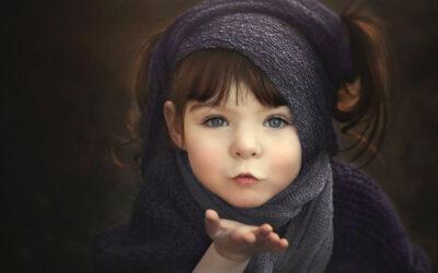 Holly Spring presenta Violet, la splendida bambina senza una mano