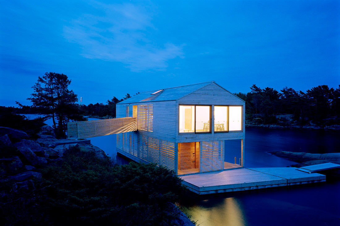 Floating house Ontario