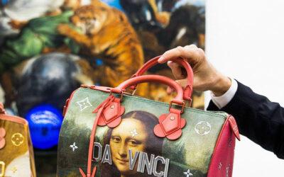 Jeff Koons ridisegna le iconiche borse LV ispirandosi ai grandi maestri d'arte
