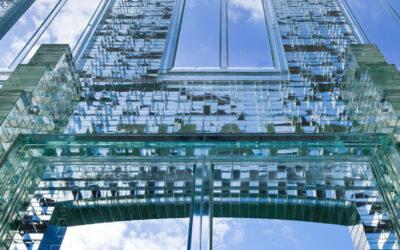 Ricostruire la storia attraverso mattoni di vetro, la Crystal Houses di MVRDV