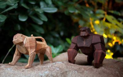 I giocattoli di legno di Mat Random che danno sfogo all'immaginazione