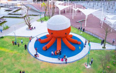 Uno stupendo polpo gigante come parco giochi in Cina