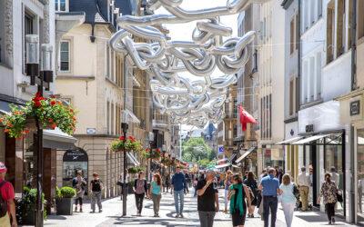 Il duo HeHe intreccia nuvole argentate sulle strade di Lussemburgo