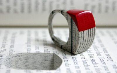 """I """"gioielli di carta"""" di Jeremy May nati dai libri"""