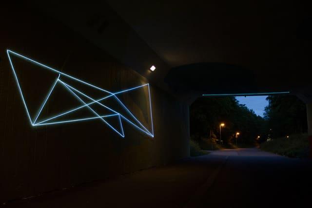 Neon minimal street art di spidertag for Minimal art neon