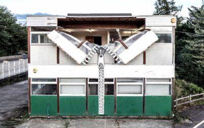 L'eccentrica casa di Alex Chinneck che si spoglia al pubblico
