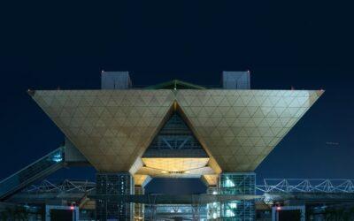 Foto notturne di Tokyo che sembrano appartenere ad una metropoli del futuro