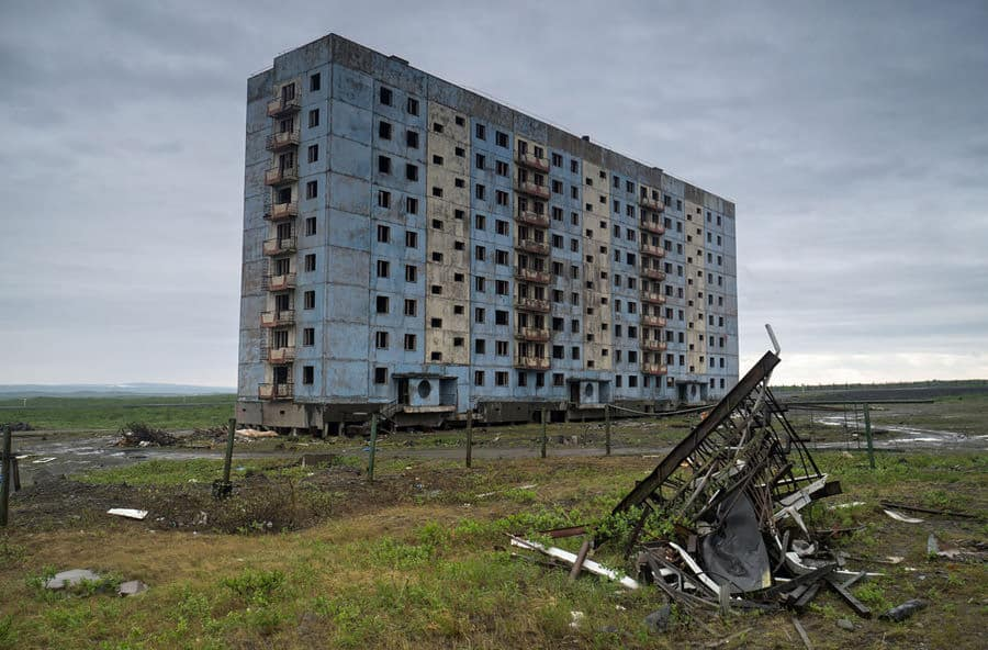 un-edificio-nella-citta-fantasma-di-alykel-constantine-vladimirovich-_-shutterstock