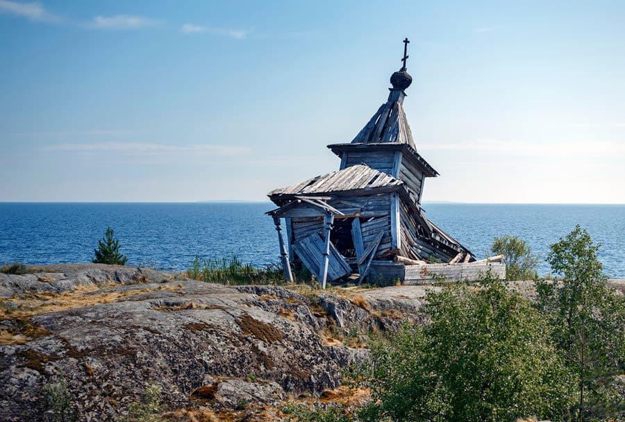 una-chiesa-distrutta-presso-il-lago-ladoga-osdg-_-shutterstock