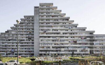 Cento case popolari, fotografate da Fabio Mantovani