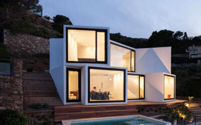 Sunflower House, la casa a cubi che si affaccia sul mare