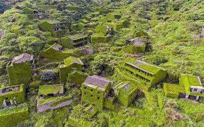 Un villaggio abbandonato riconquistato dalla natura