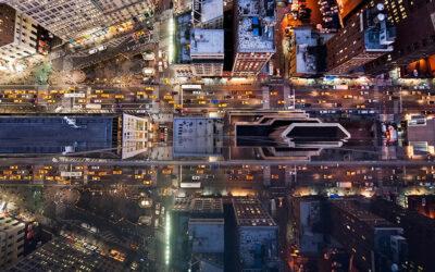 New York fotografata dal riflesso dei suoi grattacieli da Navid Baraty