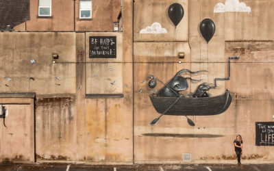 Animali fantastici nei murales di Hayley Welsh