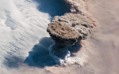 L'eruzione del vulcano Raikoke vista dallo spazio