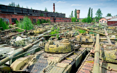 Il deposito di carri armati abbandonato a Kharkiv in Ucraina
