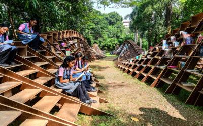 La libreria mobile progettata in India da Nudes per invogliare alla lettura