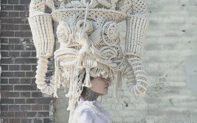 Tradizione tessile e arti visive, le soft sculpture di Sandra de Groot