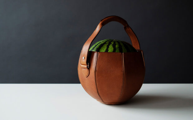 La borsa porta anguria del designer Yusuke Kadoi