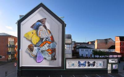 Le farfalle di Mantra sui muri delle città