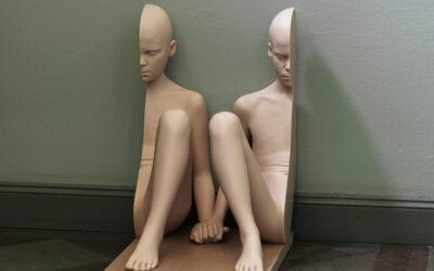Corpo umano e scultura. La bellezza inquietante delle opere di Anders Krisár