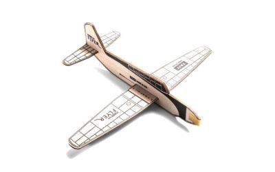 Un aereo giocattolo in legno tanto semplice quanto bello