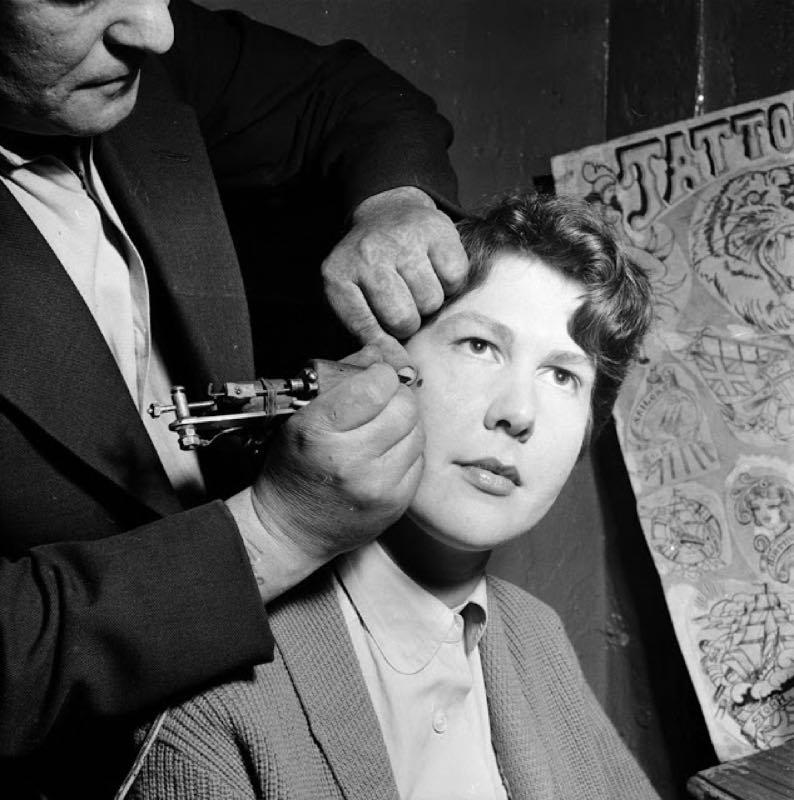 Tatuaggi femminili novecento