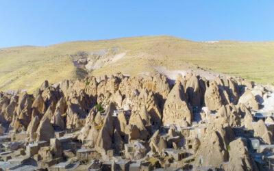 Le abitazioni scavate nella roccia del villaggio Kandovan, Iran