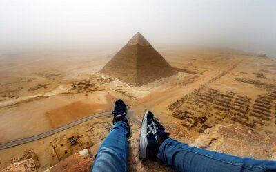 In cima alle piramidi di Giza