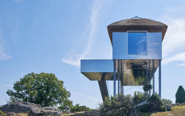 Una villa illusionista in una riserva naturale svedese