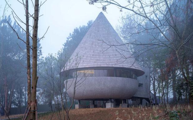 Una casa fungo che vuole diventare essa stessa natura