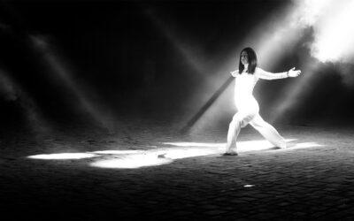La video performance artistica di lūmĕn che rievoca il Cavallo di Fuoco e le tradizioni del nostro paese
