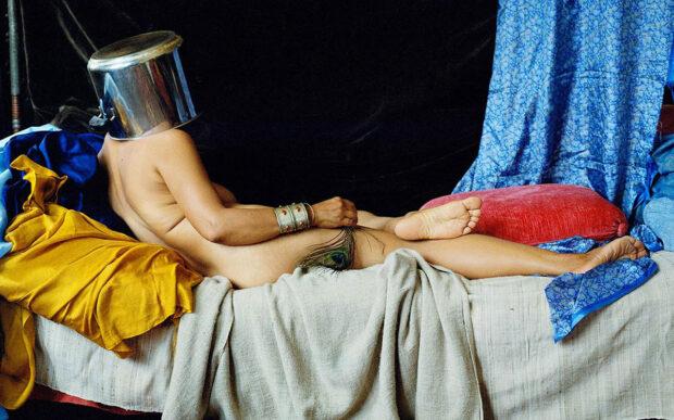 La casa come teatro di creatività, la staged photography di Arunà Canevascini