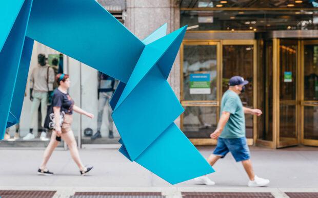 Le 7 sculture a forma di origami realizzate da Hacer a New York