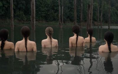 Nudo e natura, la fotografia concettuale di Eva Milkonskaya