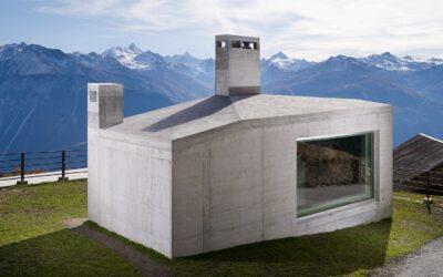 Il rifugio monolitico sulle Alpi Svizzere di frundgallina